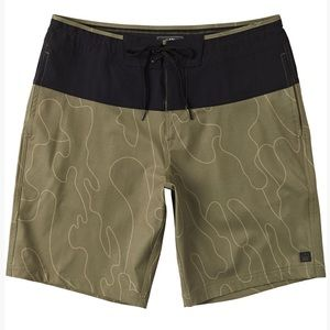 Billabong adiv surftrek boarshort sz L NWT